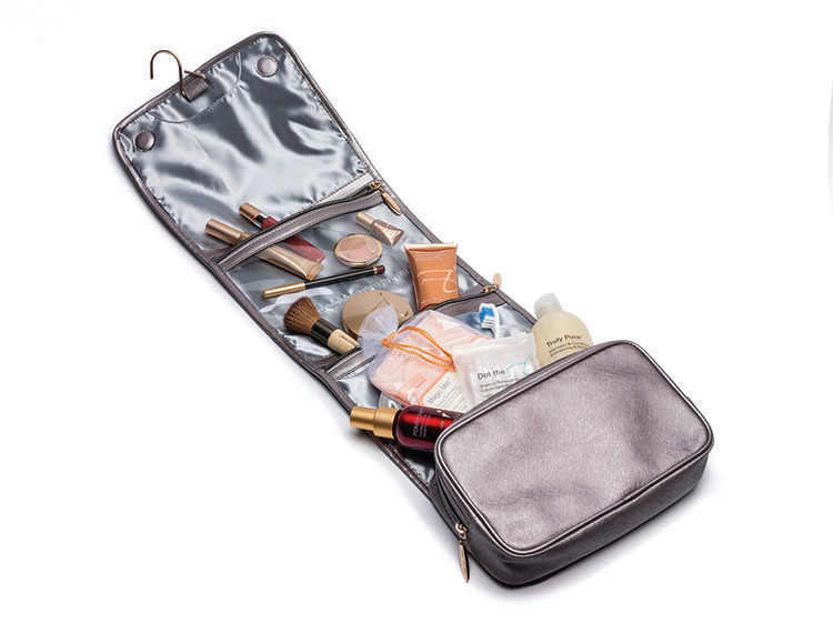 10738_HangingTravelBag_Products